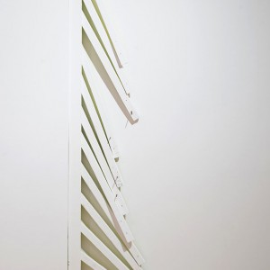 Épinette en clôture de mezzanine de bois récupérée / Le juste retour des choses (c'est la clôture qui est récupérée)